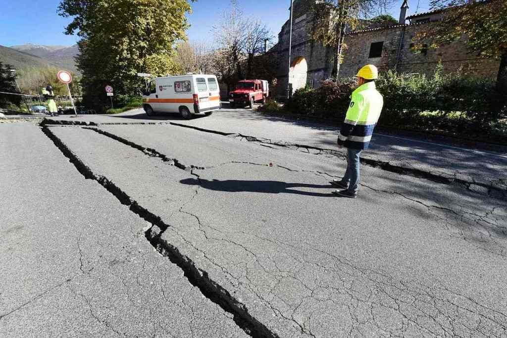 earthquake-1790921_1280-min