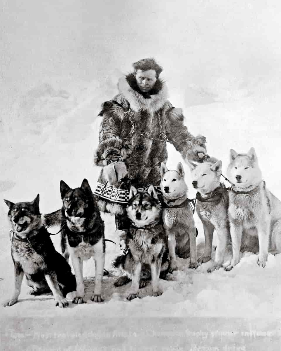 Leonhard_Seppala_with_dogs